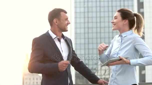 Podnikatel a ženy tančí