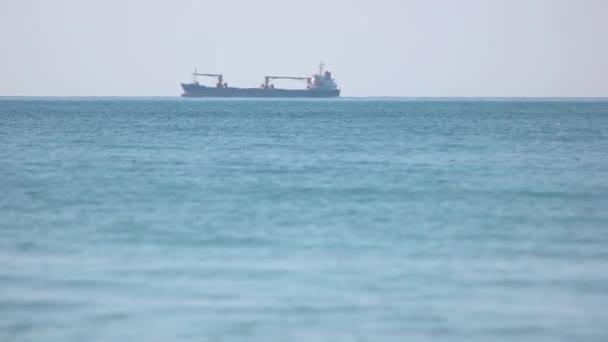 Nákladní doprava po moři.