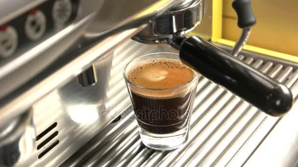 Kávové stroje a espresso sklo