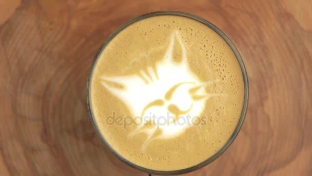 Macska latte art.