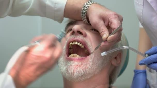 Leštění zubů Stomatologové.