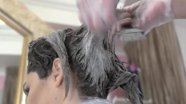 Ruce kosmetičky umírání vlasy