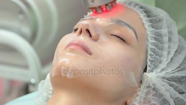 Ženská tvář, rf kůže zpřísnění
