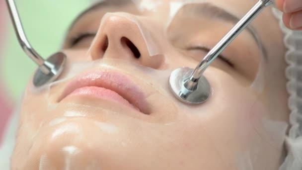 Terapia a microcorrente chiuda, donna
