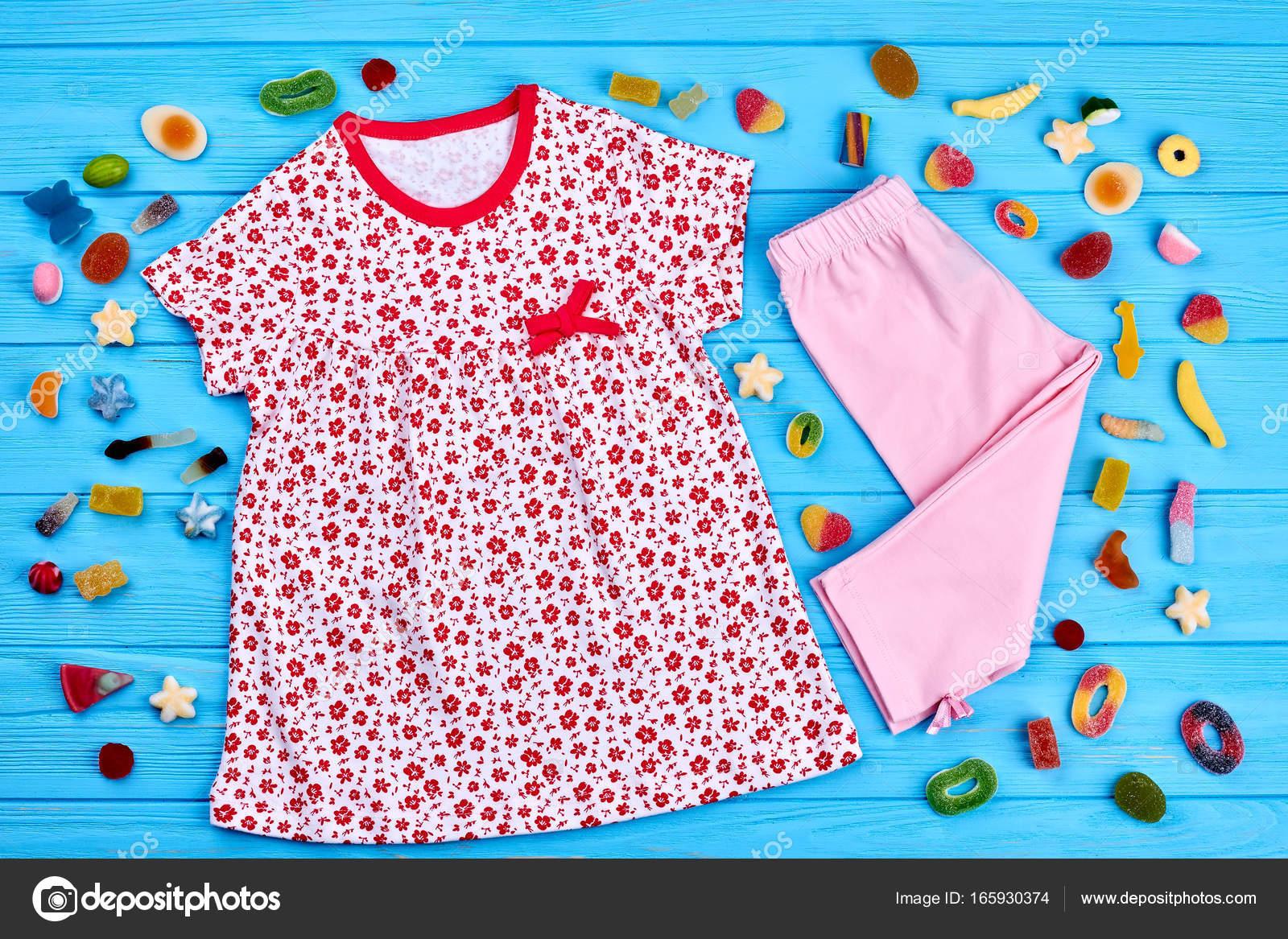 c1f185c18a Συλλογή από βρέφος κορίτσι καλοκαιρινό ρούχο. Φυσικό μάρκας καλοκαιρινά  ρούχα για Κοριτσάκια. Casual ένδυσης μωρό-κορίτσι καλοκαιρινό — Εικόνα από  Denisfilm