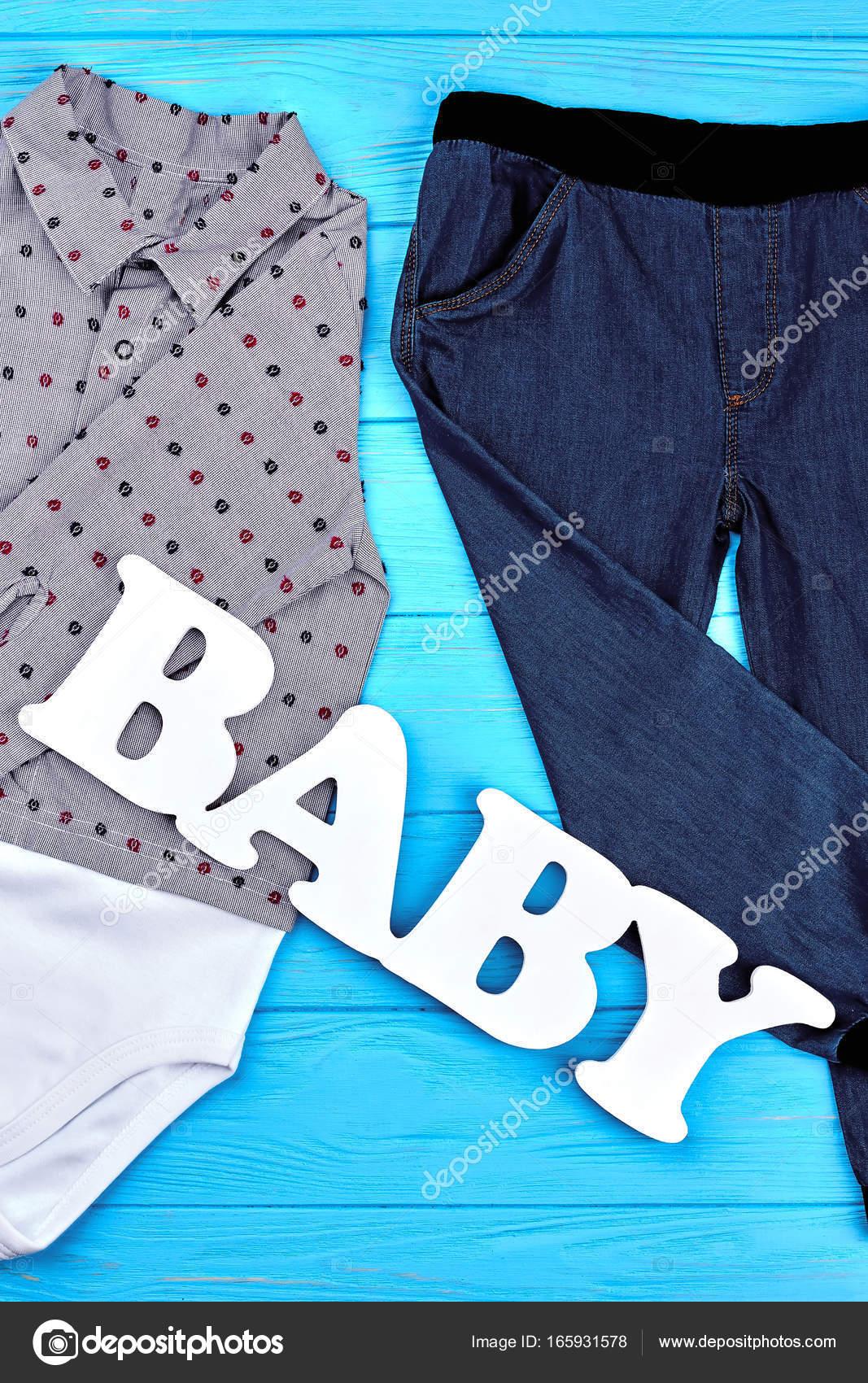 9c0dae2c2 Ropa de alta calidad para niños pequeños. Nueva ropa de moda para bebé-niño.  Colección Kids de indumentaria moderna - fotos  fotografias de calidad para  ...