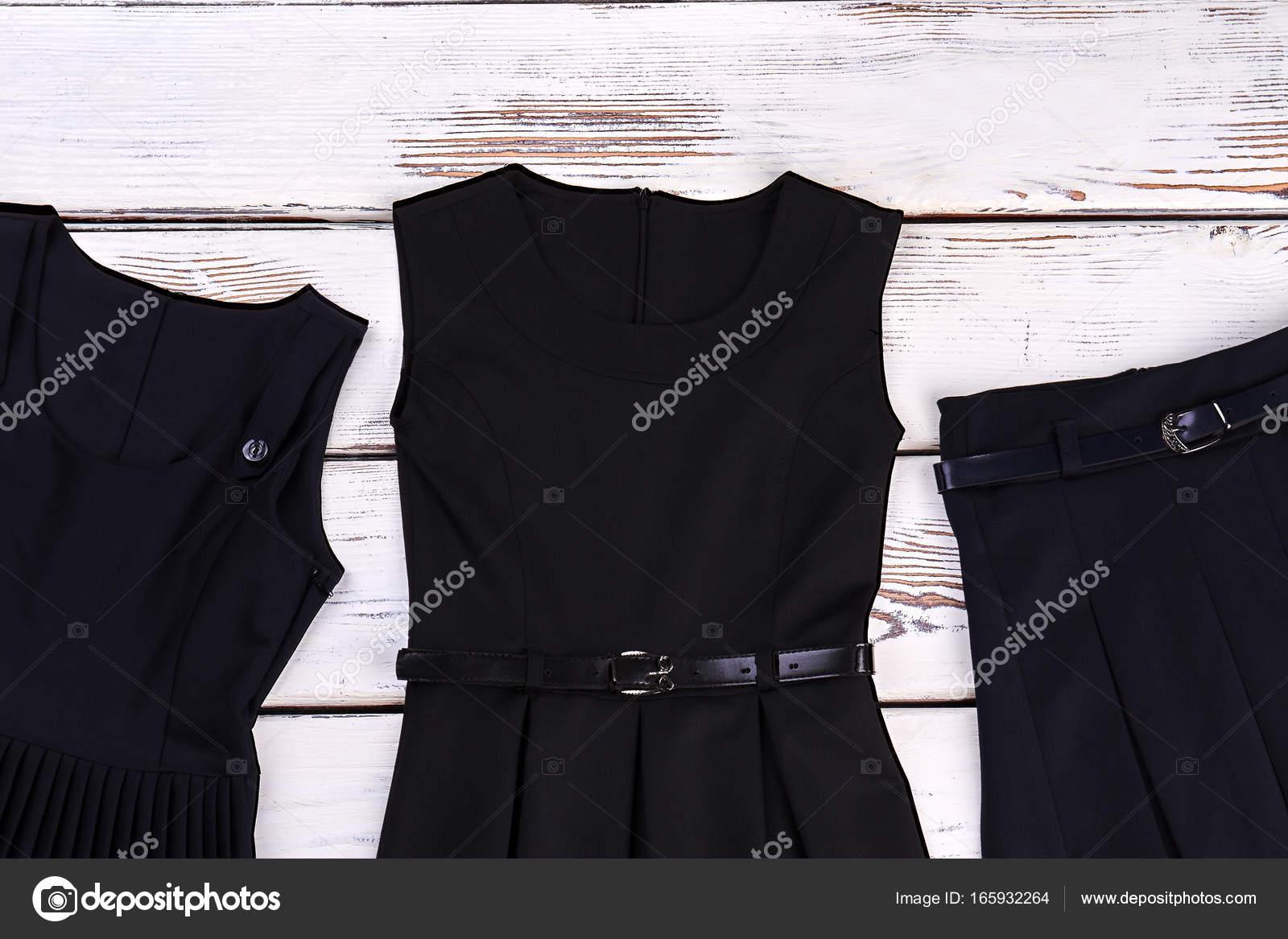 0a86a86d4 Conjunto de ropa negra para niñas de la escuela. Clásico negro y vestidos  con cinturón de falda plisada para uso en la escuela. Ropa clásica de la  escuela ...