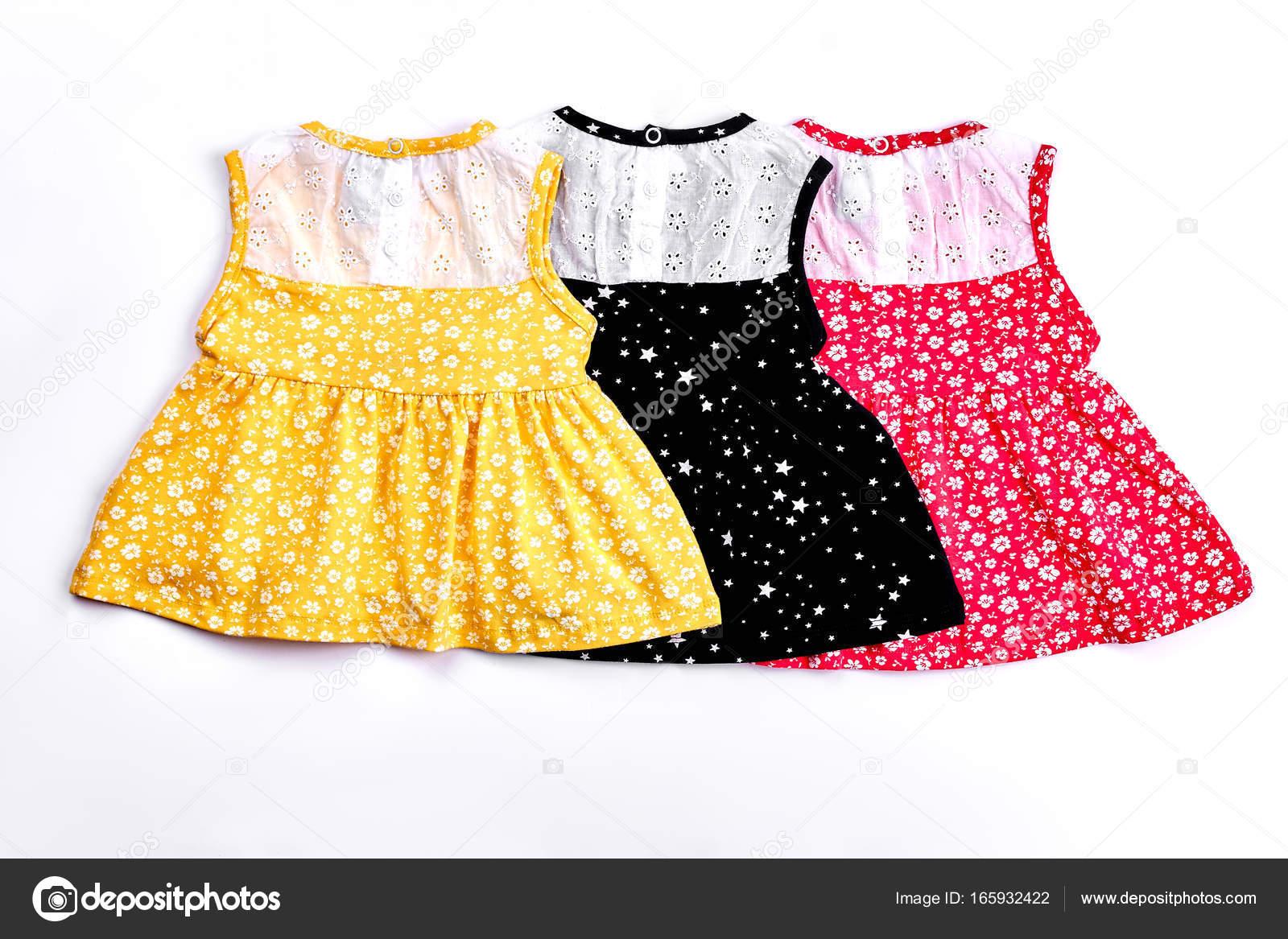 ce26fdaea3f Vestidos de diseño lindo para bebé niña. Colección de hermosos estampados  drsses con bordado de fondo las muchachas del bebé