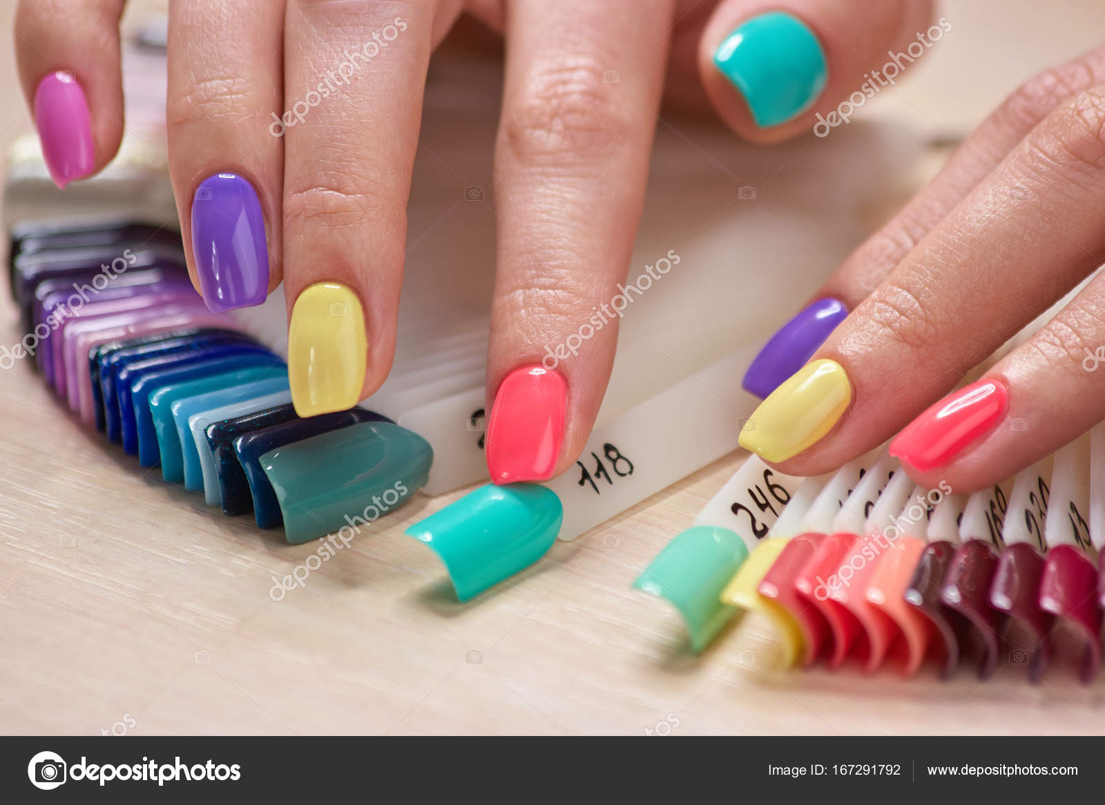 Eitelkeit Nägel Muster Ideen Von Gepflegten Finger Berühren Nägel — Stockfoto