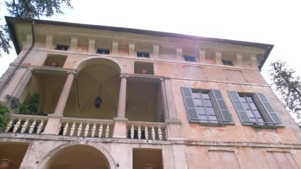 Palazzo Borromeo v létě