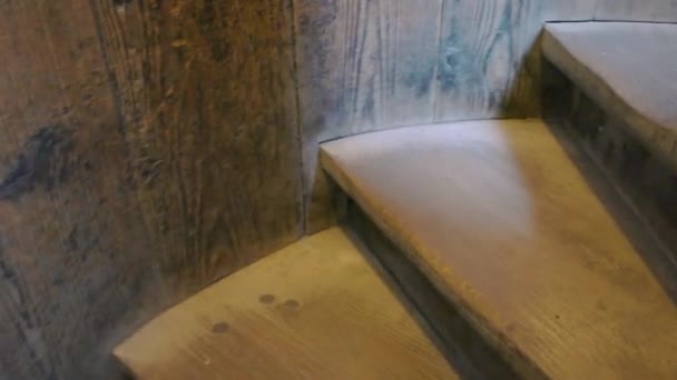 staré dřevěné schody