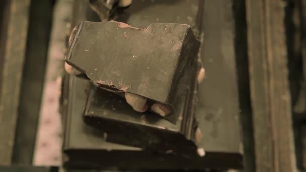 Čokoláda s lískovými oříšky.