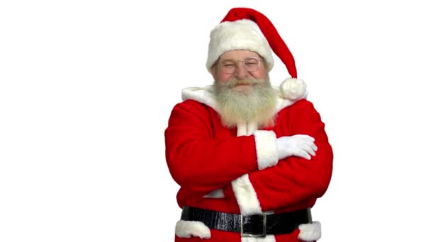 Weihnachtsmann mit verschränkten Armen isoliert.