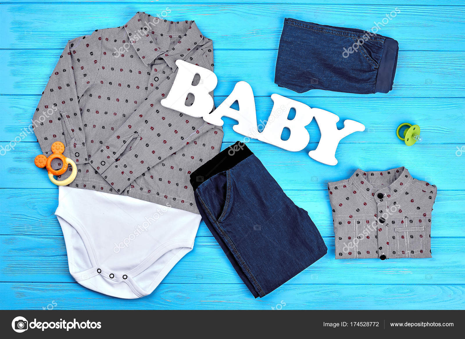301efcb1f0 Φόντο ρούχα αγοράκι μόδα — Φωτογραφία Αρχείου · Αγοράκι μόδας ενδύματα  φόντο. Βρεφικό αγόρι trendy ενδυμασία για την πώληση. Μικρό ιστορικό  ντύσιμο αγοριών ...