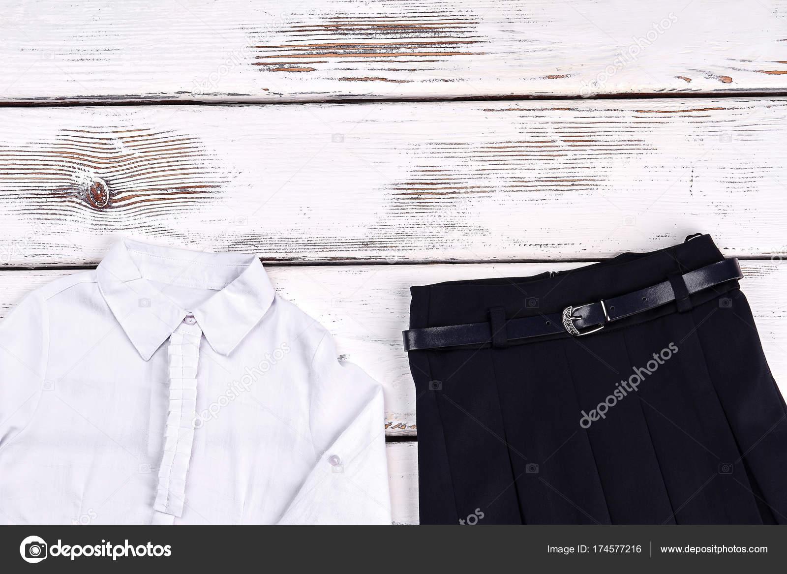 96f6d0947 Elegante camisa blanca y falda negra. — Foto de stock © Denisfilm ...