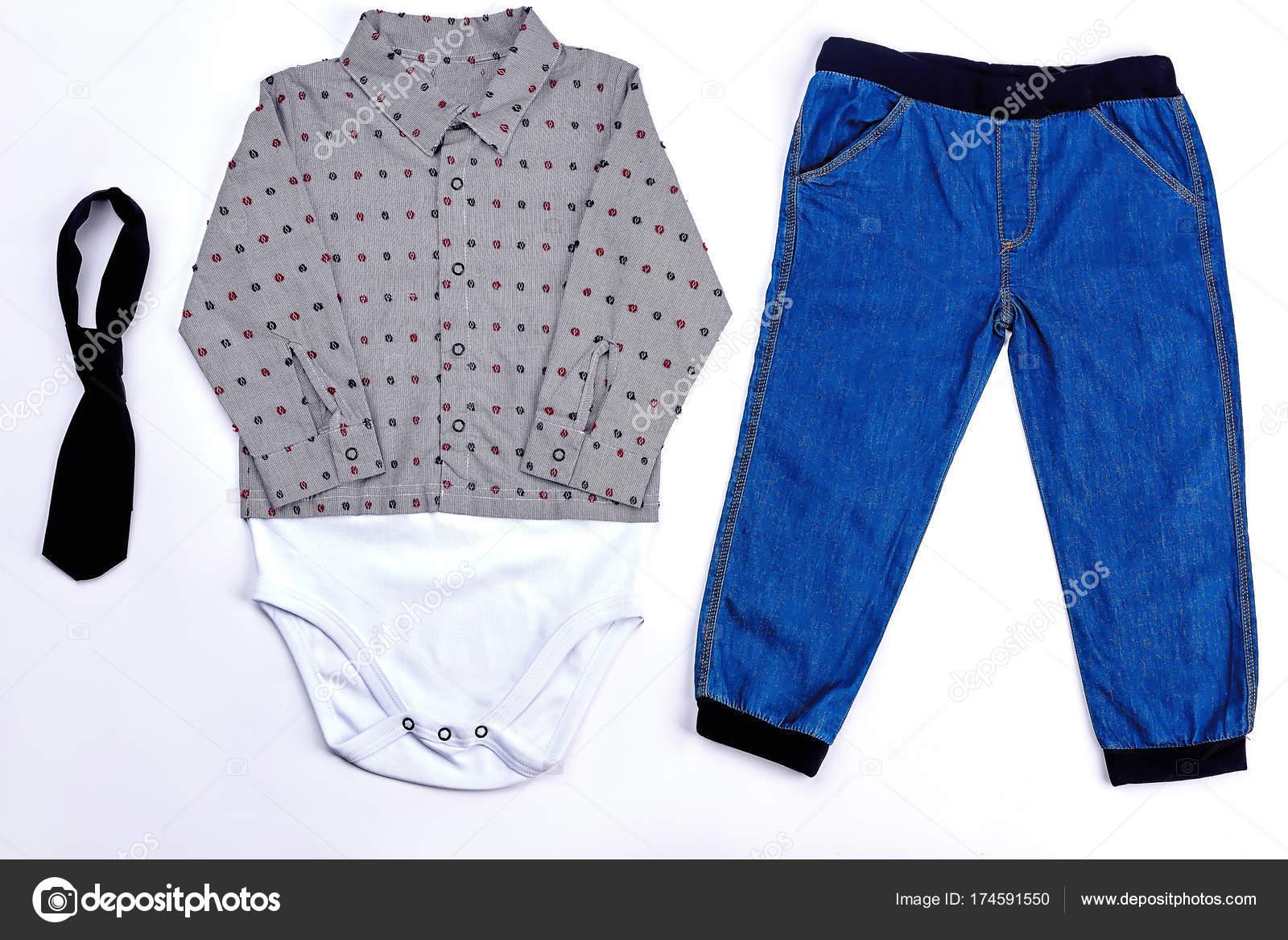 a006287dd Conjunto de ropa moderna para bebe-niño — Fotos de Stock © Denisfilm ...