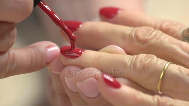 Zblízka obraz nehty s Červený lak