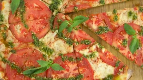 Pizza plátky caprese.