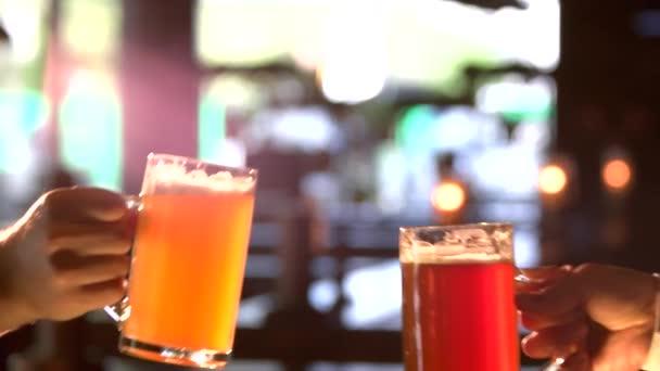 Sárga és vörös sör, csengő, lassú mo.