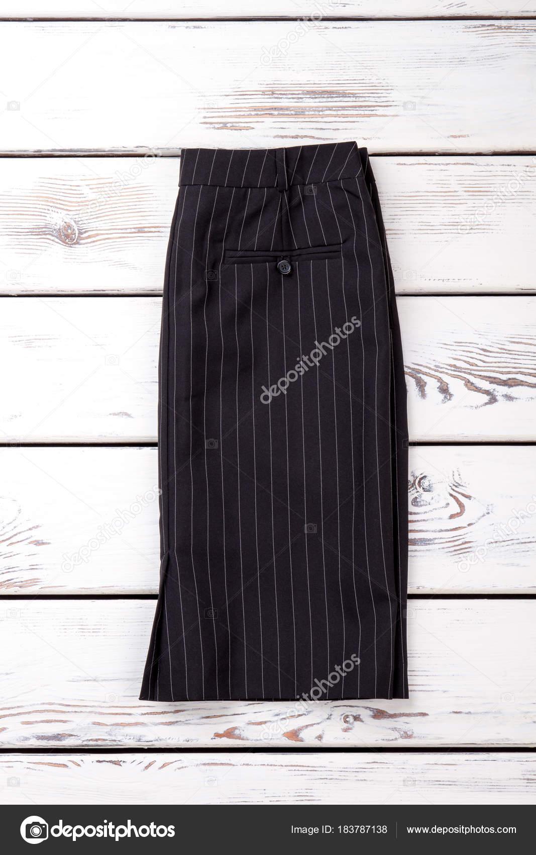 8f05713123 Mujer falda negra con rayas blancas — Foto de stock © Denisfilm ...