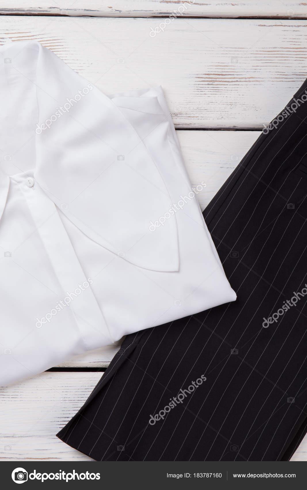 857ec4bc3e Las mujeres ropa de estilo de oficina — Fotos de Stock © Denisfilm ...