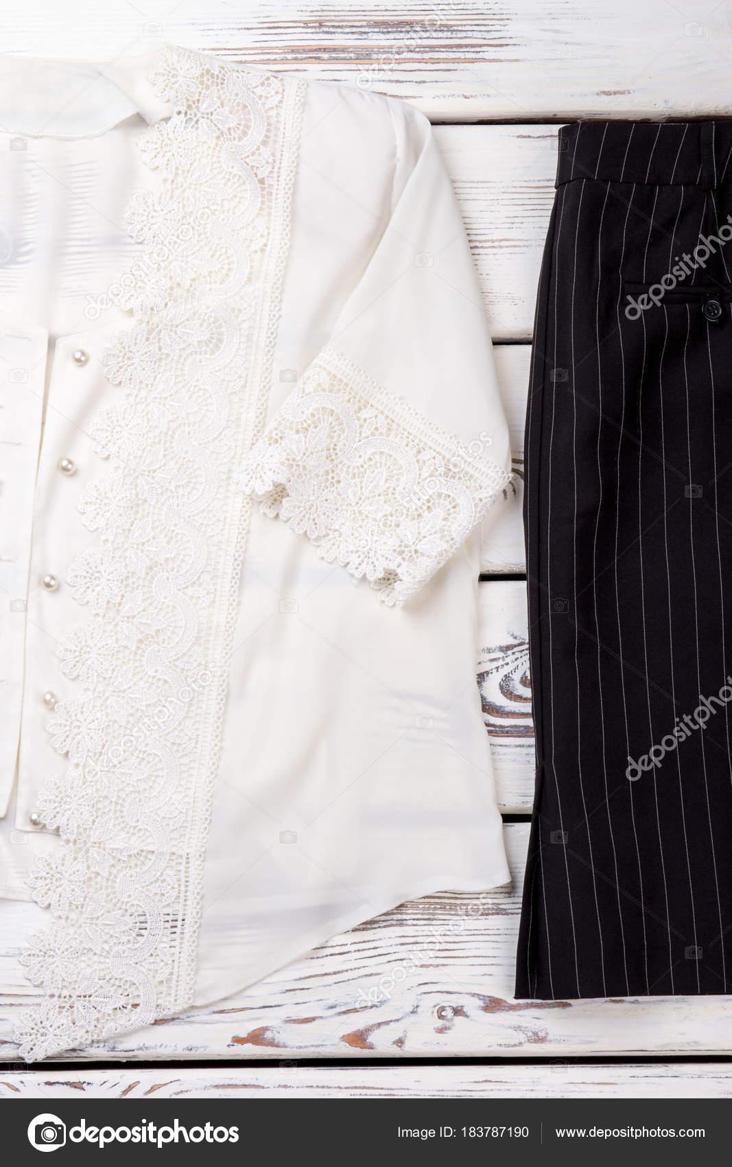18d1f6948e Blusa de encaje blanco y falda negra — Foto de stock © Denisfilm ...