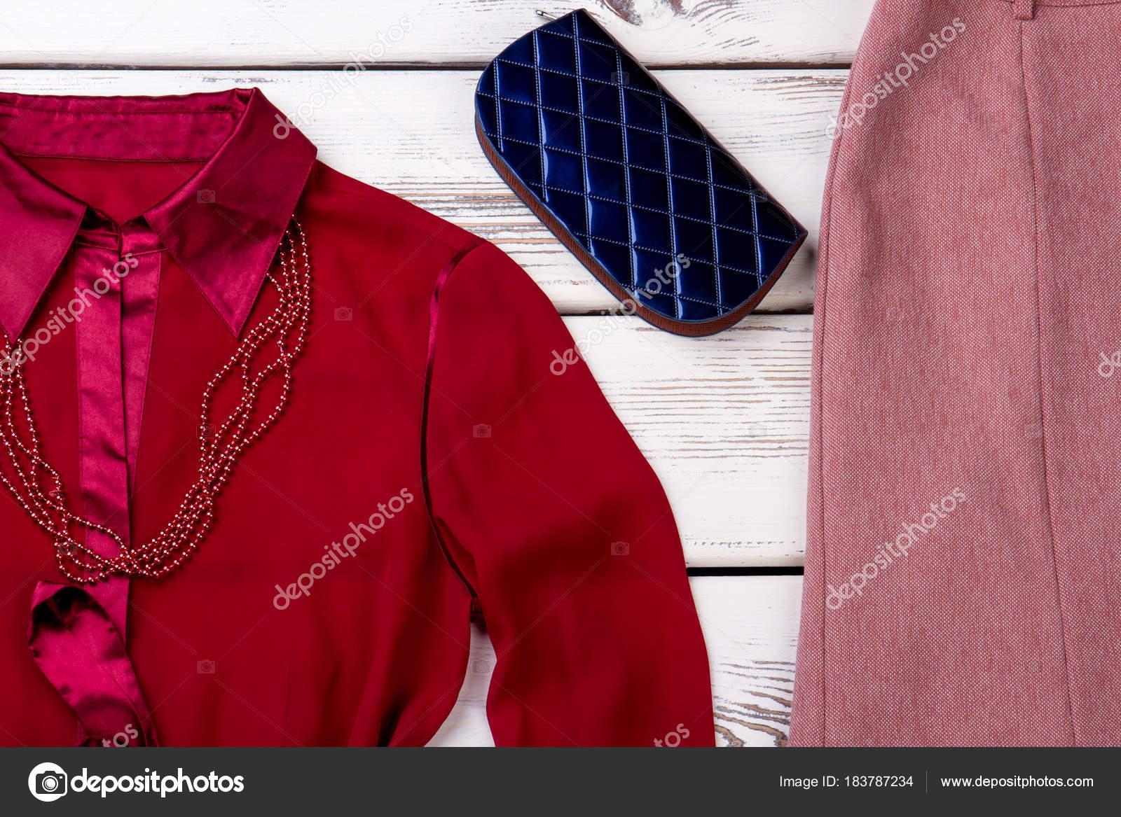 0fd5a6d4707 Κομψά γυναικεία ρούχα και αξεσουάρ. — Φωτογραφία Αρχείου © Denisfilm ...