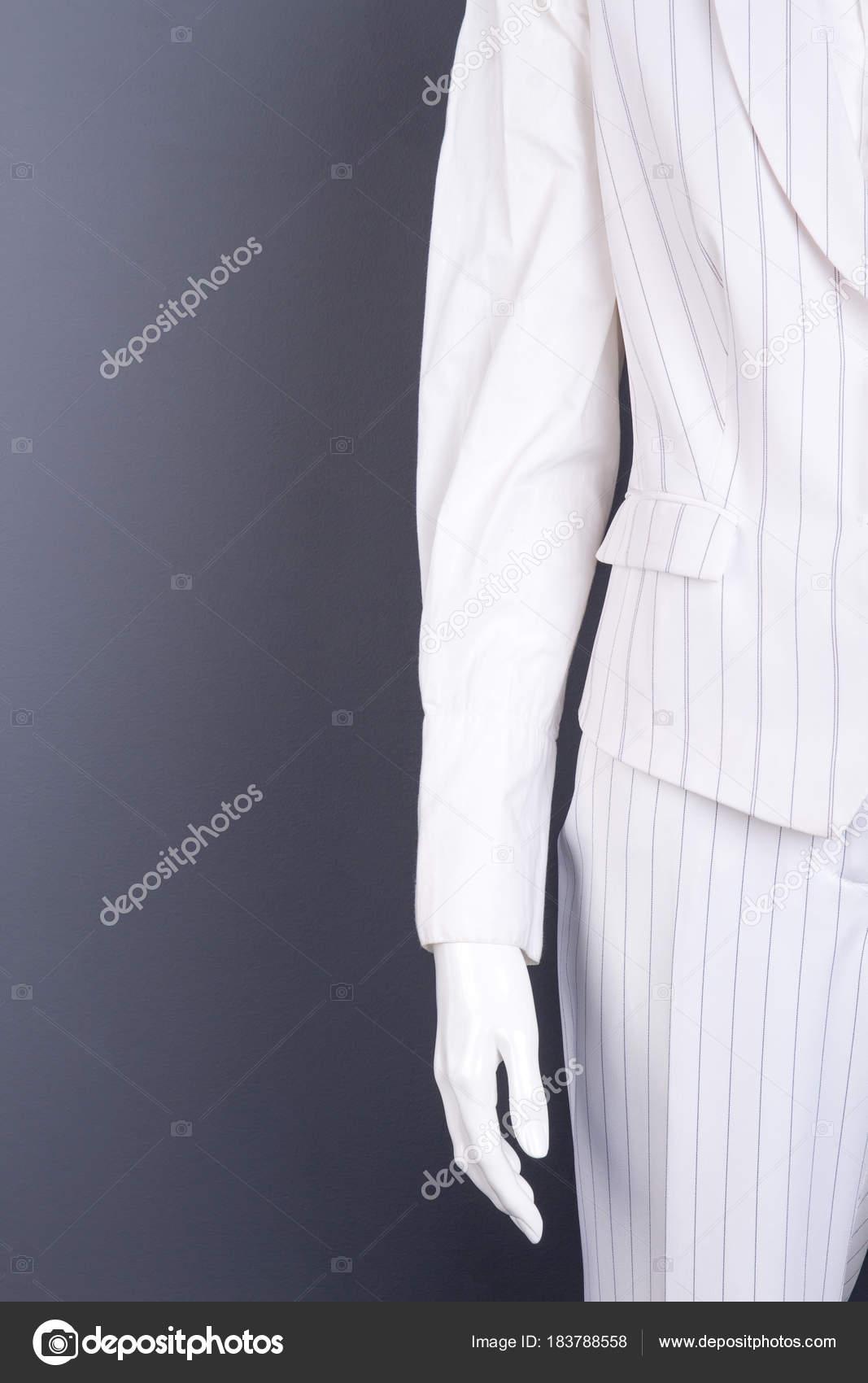 88ab3fafc Maniquí femenino en traje de rayas blanca. Las mujeres blancas color  chaleco y pantalones
