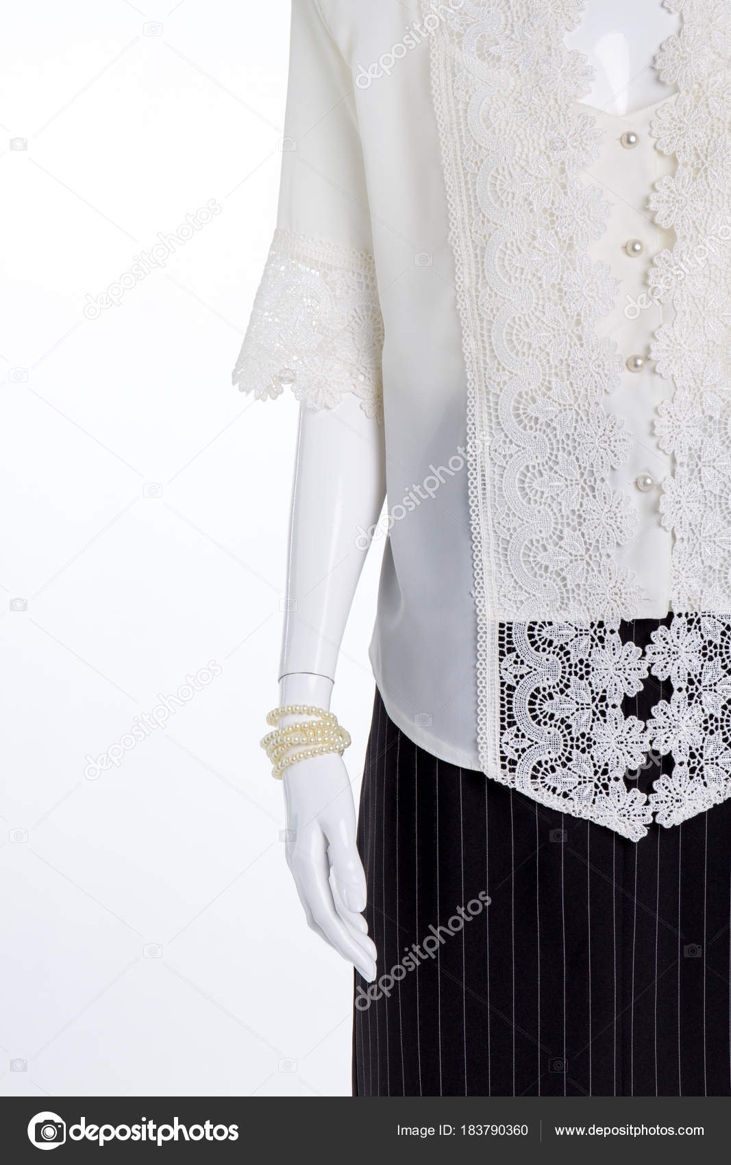 ed41b1a7fe Maniquí ropa femenina elegante de cerca — Fotos de Stock © Denisfilm ...