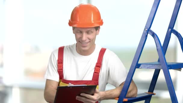 Foreman in hardhat with clipboard.