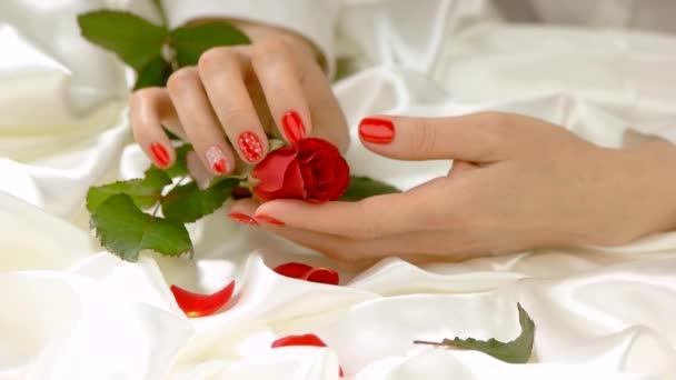 Ruční pohlazení rose, pomalý pohyb