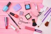 Plochá laických ženské kosmetika essentials, op zobrazení.