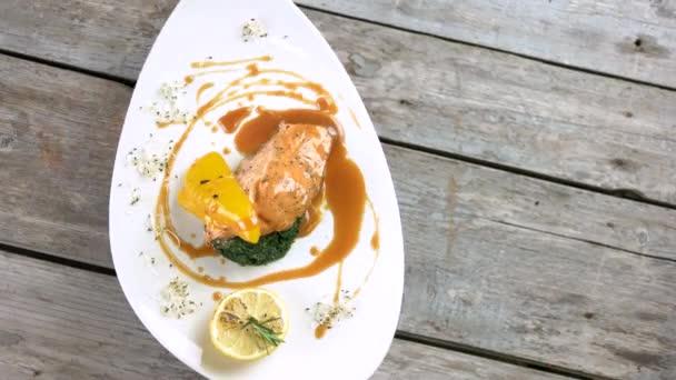 Filet z lososa, karamelové sojová omáčka