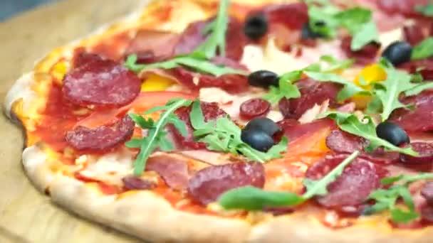 Dobrá italská pizza zblízka