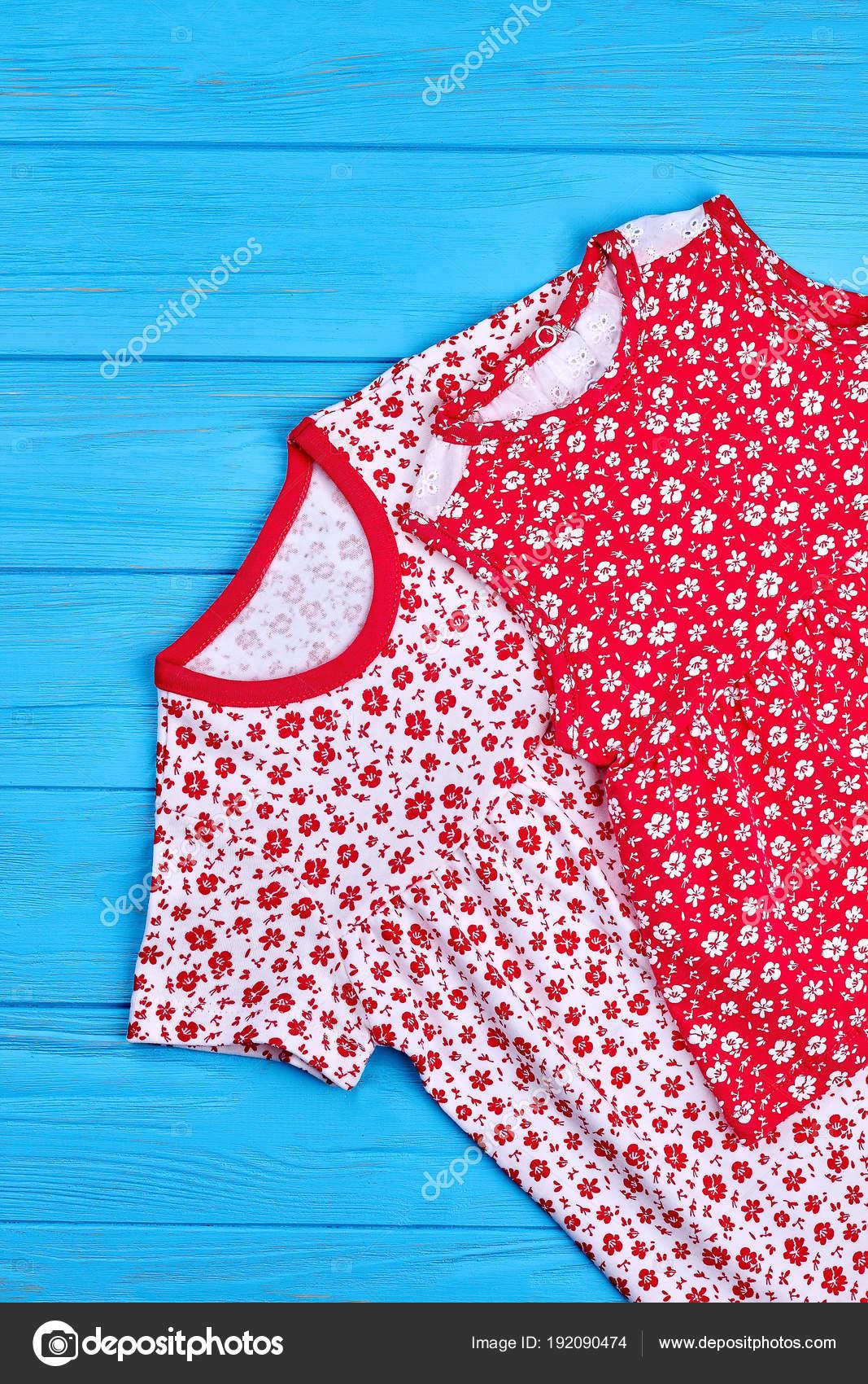 d609ad4c537 Τα παιδιά καλοκαιρινά ρούχα vintage εκτύπωσης. Childs φυσικό Βαμβάκι Ένδυση  για την πώληση. Κατάστημα casual φορέματα για Κοριτσάκια — Εικόνα από ...