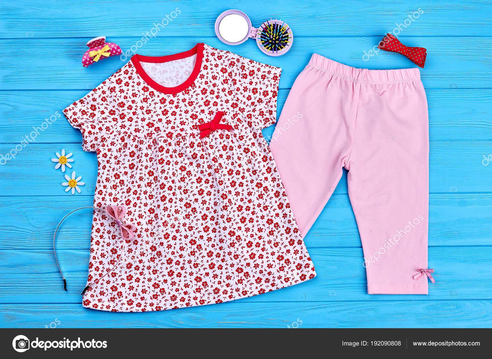 7cf862b0c Fondo: moda infantil | Fondo de moda infantil bebé verano — Foto de ...