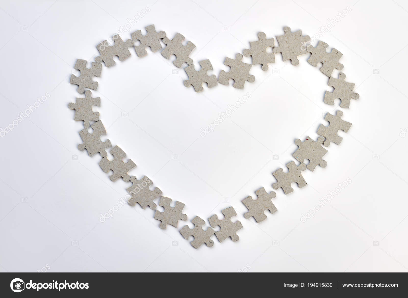 Herz-Rahmen aus Rätsel — Stockfoto © Denisfilm #194915830