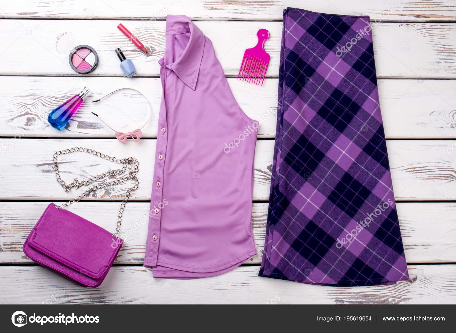 93afa6ffbcf1 Accesorios y ropa de mujer color morado — Fotos de Stock © Denisfilm ...