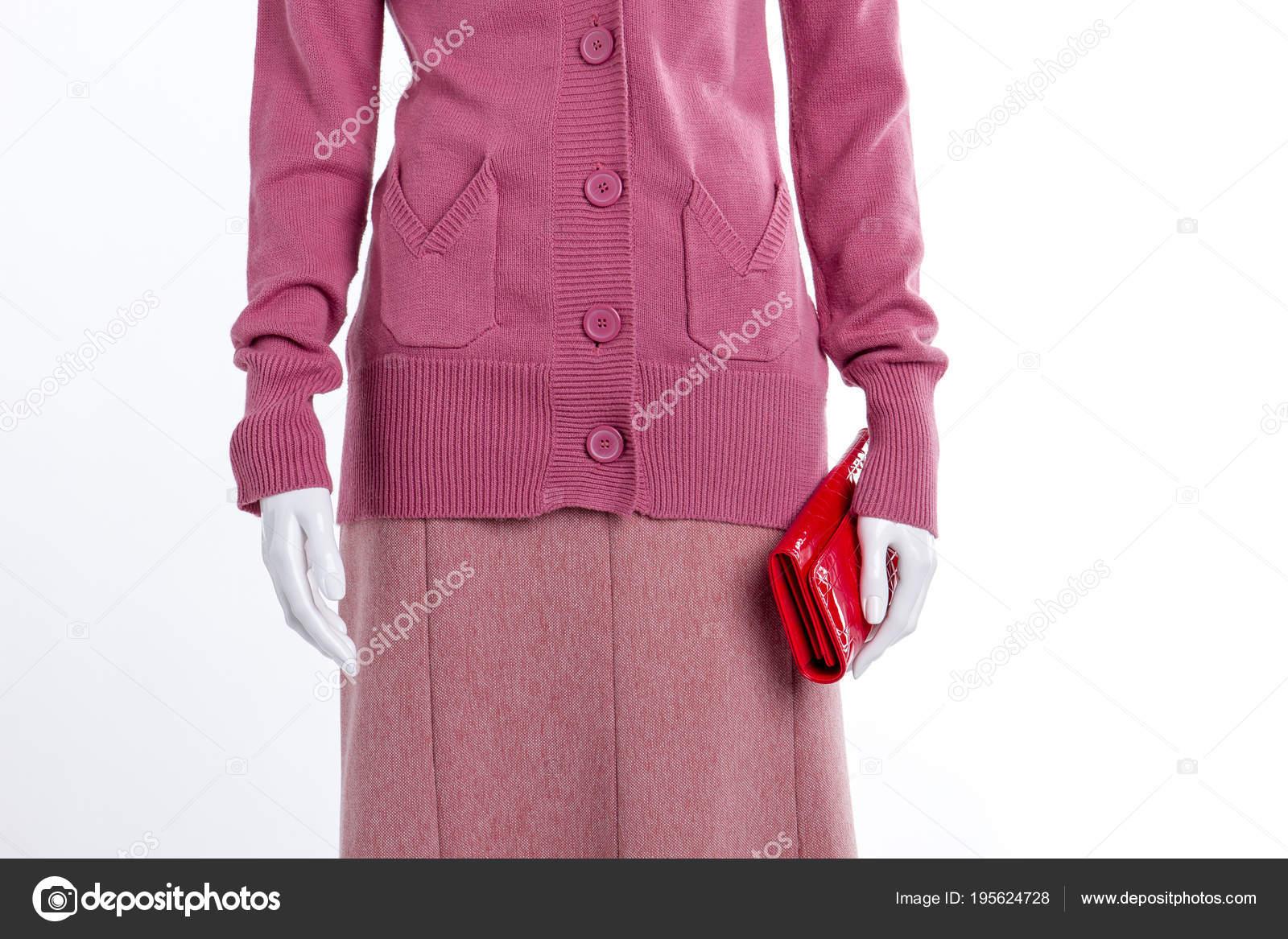 e837328c472 Detailní záběr růžový svetr a sukně — Stock Fotografie © Denisfilm ...