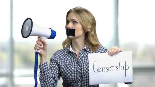 Koncept cencorship a zakázaného názoru.
