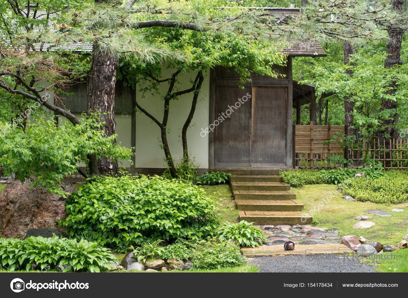 Casa Del Te In Giardino Giapponese Foto Stock C Rruntsch 154178434