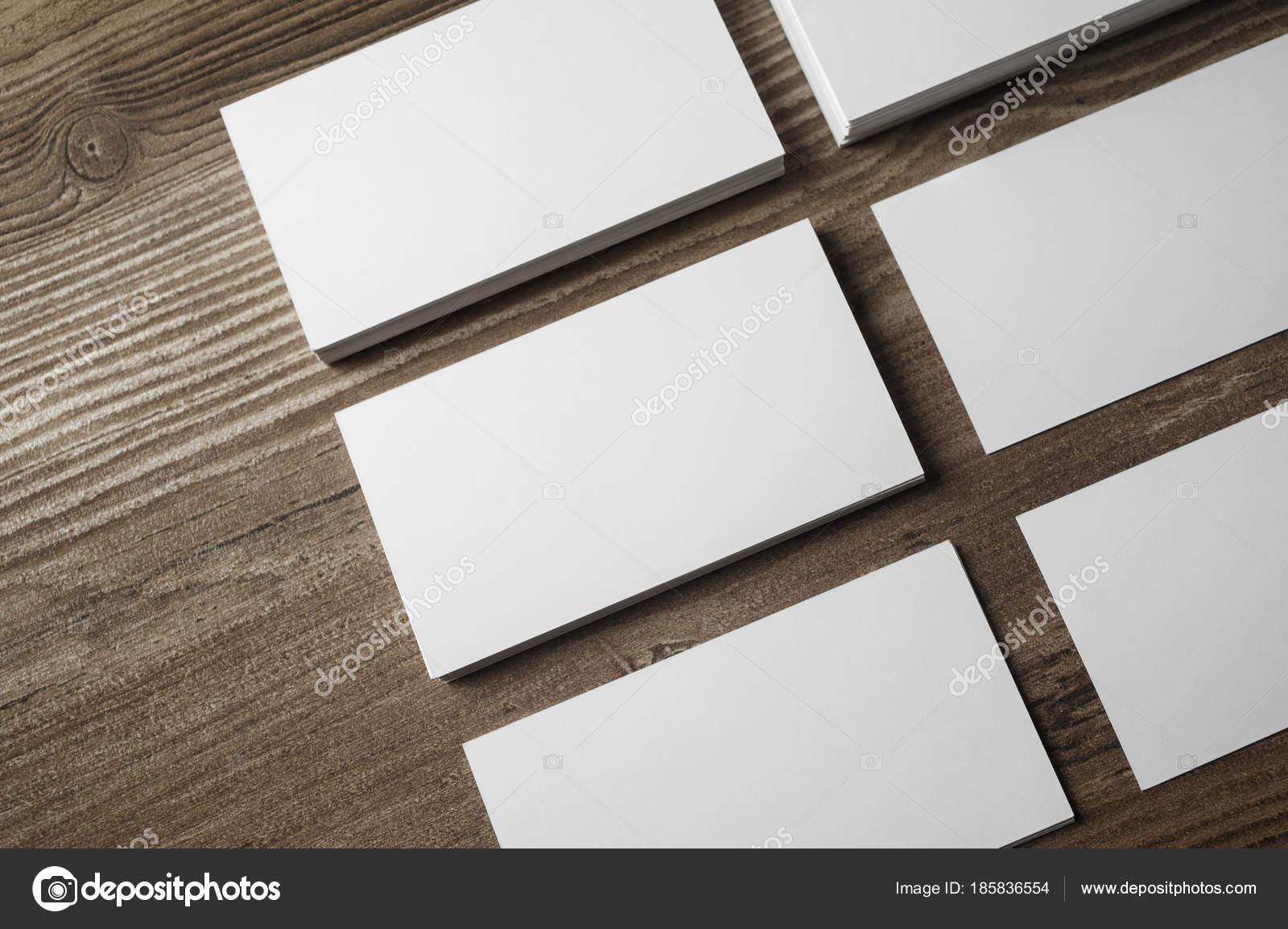 Visitenkarten Auf Holz Stockfoto Veresovich 185836554