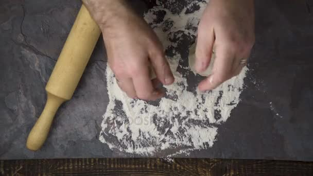 Preparation of the test for home pizza. Video