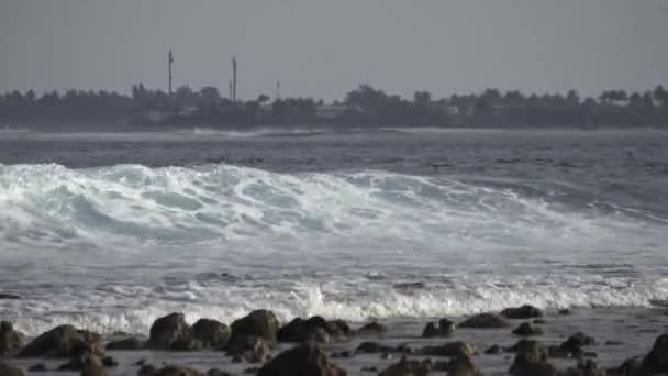 Velké vlny v Indickém oceánu. Maledivy video