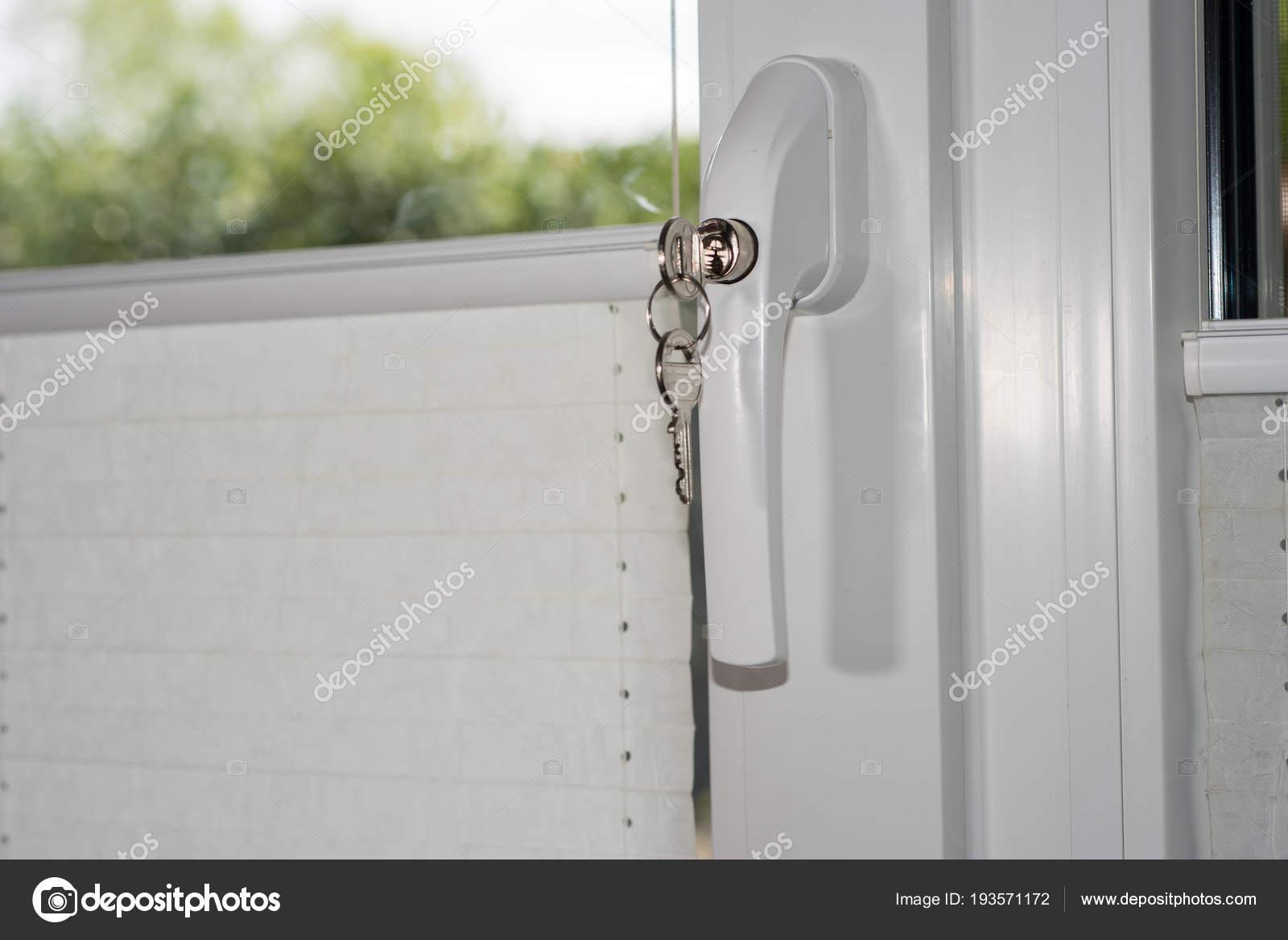 Technologie De Sécurité Serrure Sur Porte Fenêtre Gérer Comme