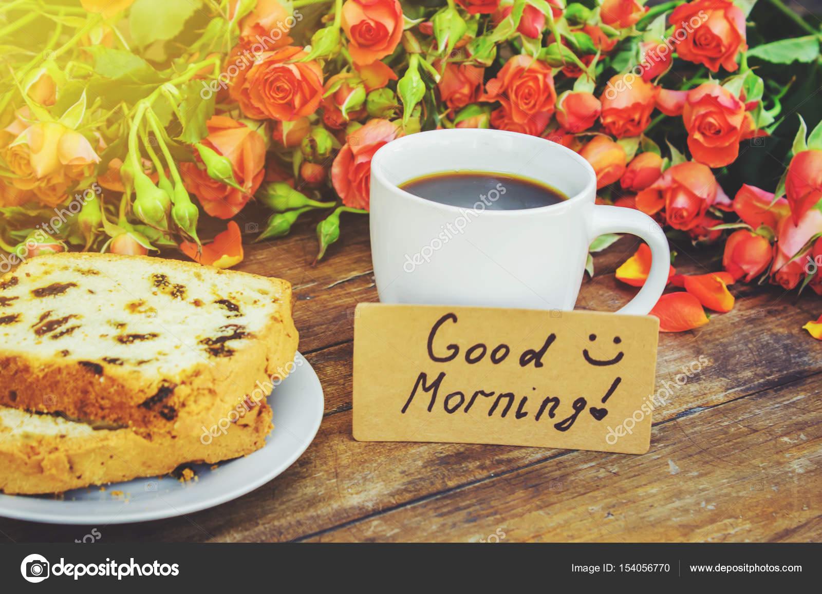 een kopje koffie bij het ontbijt goedemorgen bloemen selectieve aandacht stockfoto yana. Black Bedroom Furniture Sets. Home Design Ideas