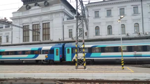 Brno, 30. ledna 2020: Odjezd vlaku z hlavního nádraží 30. ledna 2020 Brno, Česká republika