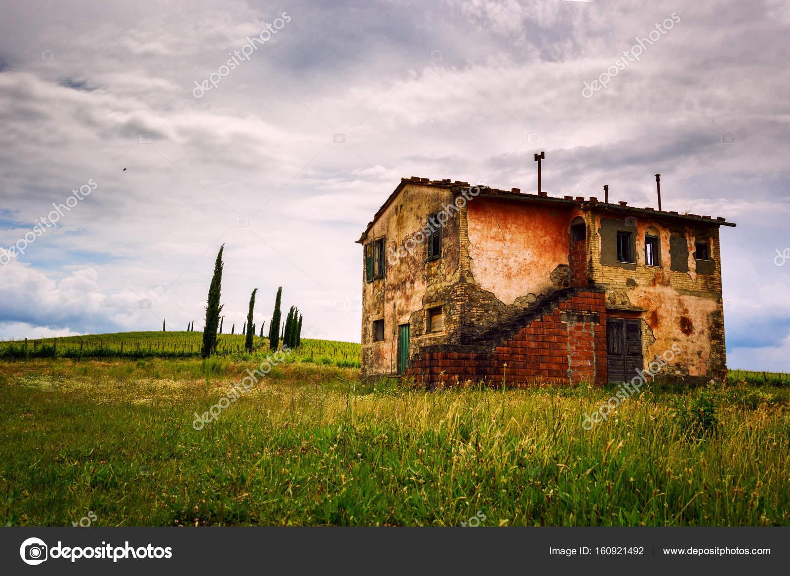 Verlassenes Haus In Der Toskana Redaktionelles Stockfoto