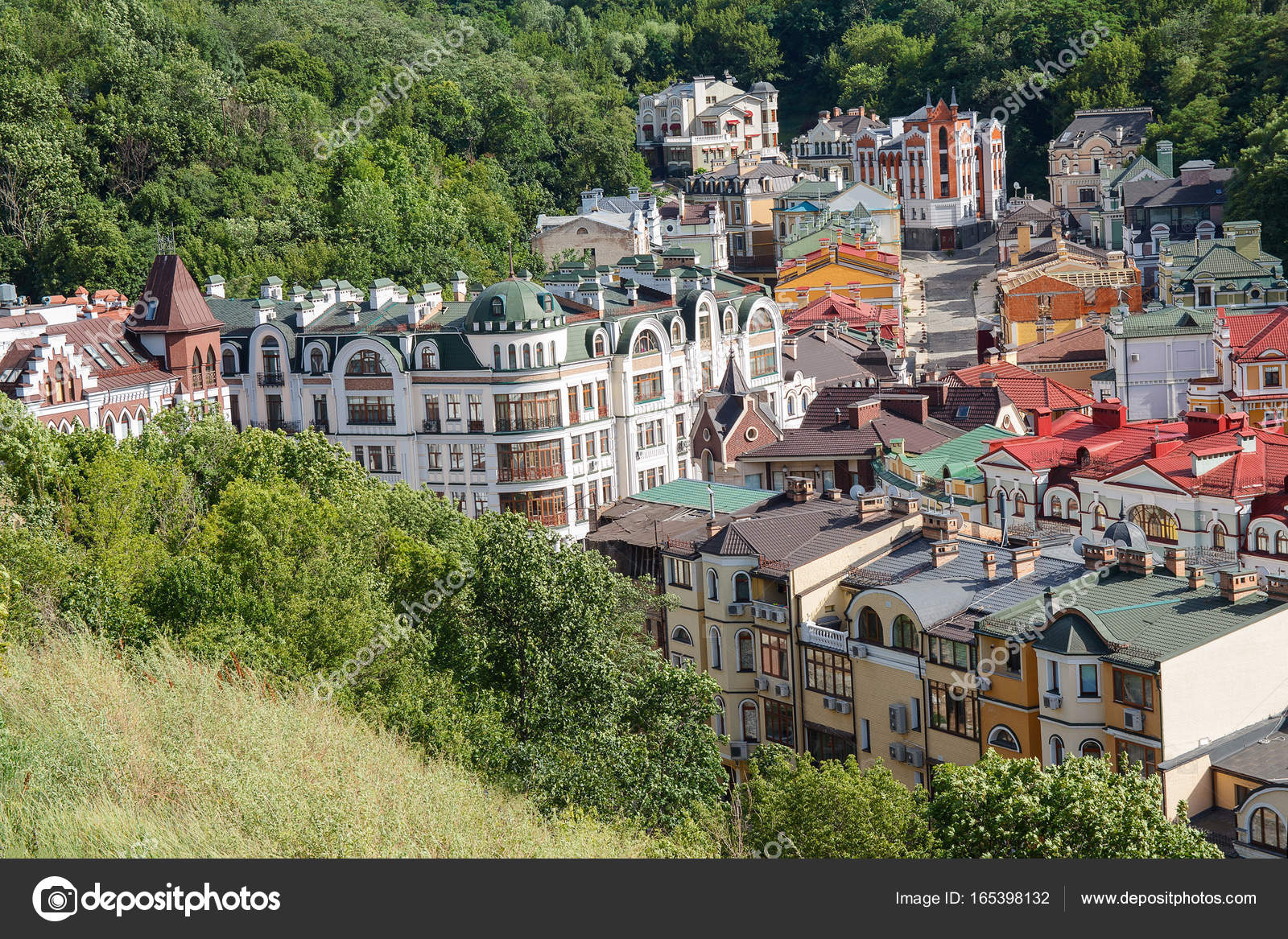 Multicolored houses surrounded by green trees. Kiev, Ukraine — Stock ...