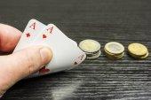 Fényképek Játszott pókert - a játékos kap két ász